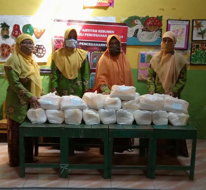Pemberian donasi Sembako oleh PCA Kebumen